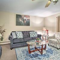 Home with Patio and Smart TVs, 30mi to Dwtn Chicago!, hotel in Matteson