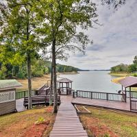 Remodeled Lakefront Dandridge Home with Deck and Dock!,丹德里奇的飯店