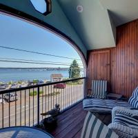 Spacious Lincolnville Penthouse - Walk to Beach!