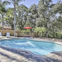 Pet-Friendly Home with Fire Pit - 10 Mins to Gulf!, hotel in Palm Harbor