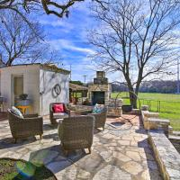 Comfort Cottage with Patio by Top Outdoor Attractions, hotel in Comfort