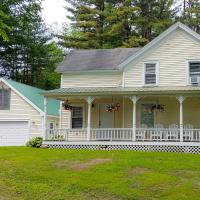 Beautiful Home with Deck, 10 Min to Lake George!, hotel in Warrensburg