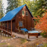 Lovely Leavenworth Cabin with Hot Tub-Ideally Located