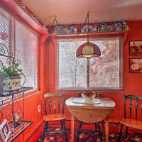 Colorful Bungalow By Pikes Peak and Garden of the Gods, hotel in Manitou Springs