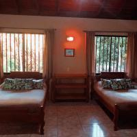 Riviera Riverside Villas, hotel in Pavones