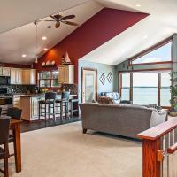 Spacious Edgerton Home with Private Beach & Views!, hotel in Edgerton