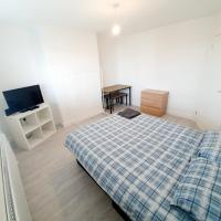 3 Bedroom Rayleigh Apartment, hotel in Rayleigh