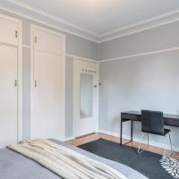 1 Private Double room in Carramar 1 Minute Walk To Station - ROOM ONLY, hotel em Villawood
