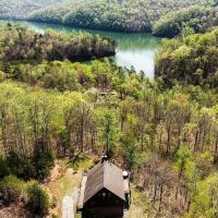 Prime New Tazewell Cabin with Deck, Grill and Boat Slip, hotel in New Tazewell
