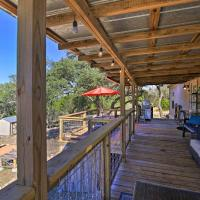 Private Hill Country House with Deck on 7 Acres!, hotel in Luckenbach