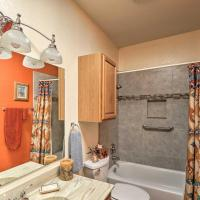 Southwest-Style Condo with Lavish Patio & Fire Pit!, hotel in Green Valley