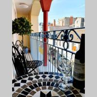 Stylish flat in central Tenby + parking & balcony