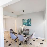 NoHo Vacation Home 3 Bed 2 Bath with Parking North Hollywood LA, hotel near Hollywood Burbank Airport - BUR, Los Angeles