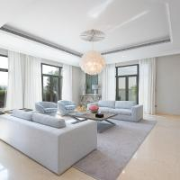 Maison Privee - Stylish Luxury Villa w Pool & Beach on the Palm, hotel in Palm Jumeirah, Dubai