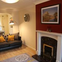Stylish and Spacious Home with Garden Views - near MCR Airport and Ample Free Parking