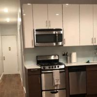 Private Room, renewed apartment, 3 min from express A train, hotel in New York