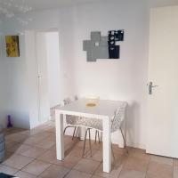 Jolie appartement moderne à Roanne, hôtel à Roanne