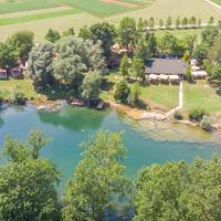 Holiday resort & camping Bela krajina - river Kolpa, hotel in Metlika