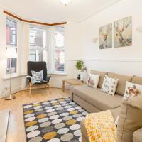 Spacious House for Contractors and Families with Parking by Liverpool Short Stay