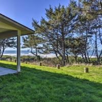 Smith River Oceanfront Home - Steps to Beach!, hotel in Smith River
