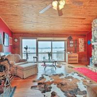 Updated Cabin on 7 Acres - Near Lake Geneva!, hotel in Burlington