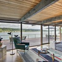 Waterfront Port Orchard Home with Furnished Deck, hotel in Port Orchard