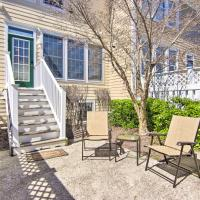 Ocean View Townhome with Pool Access, 3 5 Mi to Beach, hotel in Ocean View