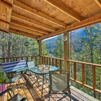 'Yaak River Hideaway' Private Cabin with Deck and Views, hotel in Troy