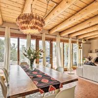 Authentic Santa Fe Adobe Home with Desert Views, hotel in Santa Fe