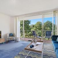 Bushwalk To The Beach From A Tranquil Apartment, hotel in Deewhy
