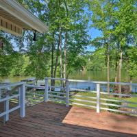 Lakefront Retreat with Deck, Dock and Resort Amenities, hotel in Hot Springs