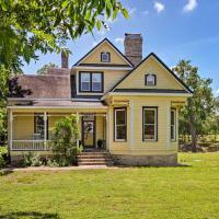 23-Acre Victorian Farmhouse 30 Min to Austin!