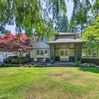 Seattle Home with Fire Pit & Pvt Putting Green