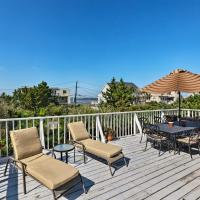 Westhampton Beach Home with Deck & Ocean Views!, hotel in Westhampton Beach