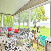 Houghton Lake House with Fire Pit - 2 Mi to Trails!