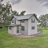 Pet-Friendly Spring Grove Home with Serene Yard!, hotel in Caledonia