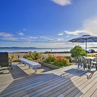 Birch Bay Waterfront Home - Steps to Beach!: Blaine şehrinde bir otel