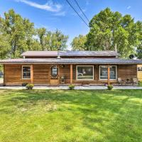 Family Home with Hot Tub - Walk to Johnson Lake!, Hotel in Donald Price Mobile Home Park