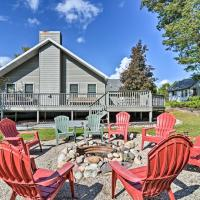 Roscommon Home with Deck, 7 Mi to Higgins Lake!, hotel in Roscommon