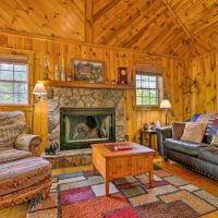 Secluded Cabin Between Boone and Blowing Rock!, hotel in Todd