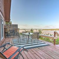 Family Cabin with Deck and Grand Lake Views!, hotel in Grove