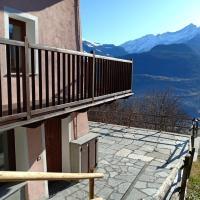 Appartamento con vista pazzesca sul Gran Paradiso, hotell i Saint Nicolas