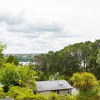 Brand New 5BR Modern Homes With View of the Bay, hotel in Auckland