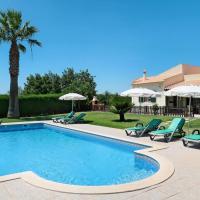 Carrasqueiro Villa Sleeps 7 with Pool Air Con and WiFi, hotel em Carrasqueiro