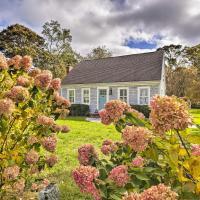 Charming Cottage with Deck - Walk to Skaket Beach!
