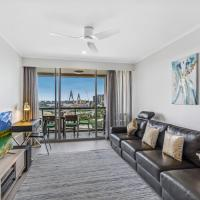 Luxurious harbour view apartment steps from city