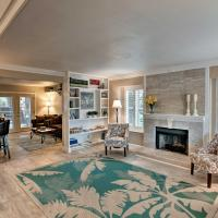 Vegas House with Spa, Mini Golf, Home Theater, Deck!, hotel in Summerlin, Las Vegas