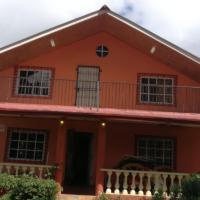 Cabaña completa en Volcán, hotel in Volcán