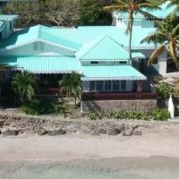 Bequia Beachfront Villas, hotel in Friendship
