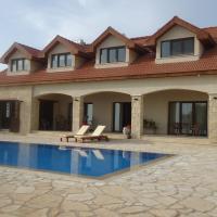Petralona Apartment, hotel in Ayios Athanasios